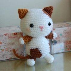 Diese niedliche Kätzchen gleich häkeln .     Anleitung Kostenlos  Russisch  Online verfügbar     zur Anleitung: Klick Hier   Überset...