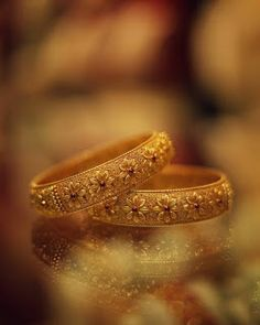 Gold Bangles Design, Gold Earrings Designs, Gold Jewellery Design, Gold Designs, Gold Jewelry Simple, Simple Necklace, Gold Necklace, Jewelry Photography, Product Photography