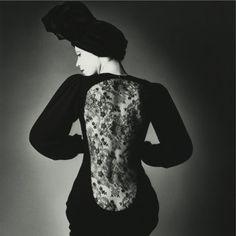 Jeanloup Sieff; Vogue Paris 1970; abito Yves Saint Laurent.
