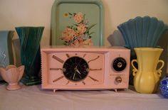 Vintage Pink Tube Radio by MissConduct Vintage Love, Vintage Pink, Vintage Items, Vintage Clocks, Pink Radio, Josie Loves, Radio Antigua, Retro Radios, Old Glory