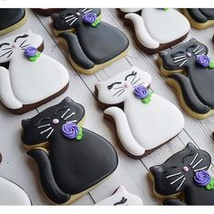 "Hey there pussy cat! Cute cookies from using our chubby cat cutter! I love their ""simplicity"" because they look like elegant,… Cat Cookies, Fancy Cookies, Cupcake Cookies, Sugar Cookies, Cupcakes, Cookie Icing, Royal Icing Cookies, Macarons, Iced Biscuits"