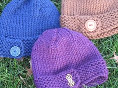 The Big Button hat - a hat you can knit in 2 hours . good gift idea too! To find pattern, go to Ravelry and look for Big Button Hat, Amy Duvendack Baby Hats Knitting, Knitting For Kids, Loom Knitting, Baby Knitting Patterns, Free Knitting, Knitting Projects, Crochet Projects, Knitted Hats, Crochet Patterns