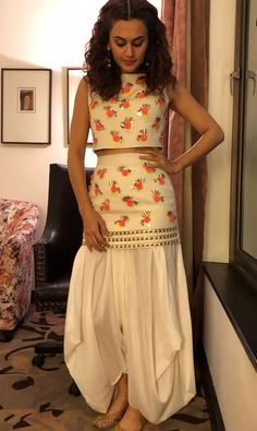 Taapsee Pannu – Papa Don't Preach by Shubhika Dress Indian Style, Indian Dresses, Indian Outfits, Indian Designer Outfits, Designer Dresses, Sarara Dress, Dress Long, Shirt Dress, Blouse