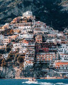De Italiaanse stad Amalfi in een mooie foto van Chris Ngu. Via The Coolhunter te verkrijgen als print aan de muur. [[MORE]] The Amalfi coast has been delicately captured in this photo by UK. Places To Travel, Travel Destinations, Places To Visit, Millionaire Lifestyle, Braga Portugal, Luxury Boat, Positano Italy, Tuscany Italy, Toscana