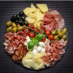 out on Keto Guide (Sit-Down + Fast Food) Keto friendly Italian food guide. Full Guide to eating out at restaurants and fast food! Full Guide to eating out at restaurants and fast food! Charcuterie And Cheese Board, Charcuterie Platter, Antipasto Platter, Cheese Boards, Meat Platter, Meat Cheese Platters, Tapas Platter, Sandwich Platter, Cheese Plates