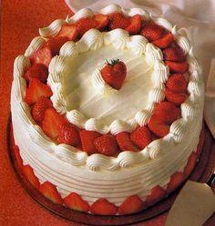 Pastel de fresas y crema chantilly