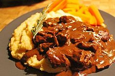 Rindergeschnetzeltes mit Rosmarin-Balsamico-Sahnesauce Baked beef with rosemary balsamic cream sauce (recipe with picture) I Love Food, Good Food, Yummy Food, Tasty, Pork Recipes, Cooking Recipes, Healthy Recipes, Sauce A La Creme, Cream Sauce Recipes