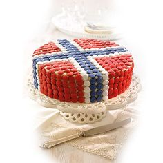 17. Mai festkake Norwegian Flag, Norwegian Christmas, 4th Of July Party, Fourth Of July, 17. Mai, Norway National Day, May Celebrations, Bake Sale Packaging, Scandinavian Food