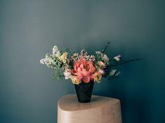 Vapaus kukkia - vinkkejä kukka-asetelmien tekoon - Viena K Vase, Garden, Flowers, Home Decor, Garten, Decoration Home, Room Decor, Lawn And Garden, Gardens