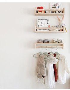 Kidsroom naturel | Ikea spice racks as mini shelves