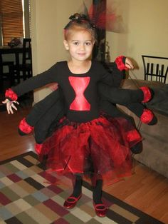 Little girl DIY black widow spider costume. Body made from a leotard, arms from socks filled with stuffing. Spider Costume, Halloween Spider, Diy Halloween Costumes, Halloween 2018, Costume Ideas, Black Widow Diy, Tulle Costumes, Black Widow Costume, Spider Decorations