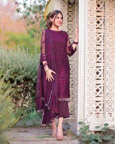 Beautiful Pakistani Dresses, Pakistani Formal Dresses, Pakistani Dress Design, Pakistani Fashion Party Wear, Pakistani Wedding Outfits, Indian Bridal Fashion, Designer Party Wear Dresses, Kurti Designs Party Wear, Indian Designer Outfits