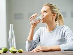 14 Morning Yoga for Weight Loss: Quick Fat Burning Yoga Routine for Beginners Mint Detox Water, Flat Belly Detox, Lemon Water Benefits, Detox Juice Recipes, Juicer Recipes, Salad Recipes, Keto Recipes, Bebidas Detox, Full Body Detox