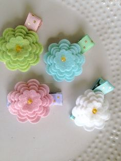 You will receive four ribbon lined alligator clips. Each one has a clear Velcro strip. You will also receive four felt flowers. Each one has a white Velcro piece attached to the back. You can attach any flower to any clip. This is a great mix and match set. High quality felt was used