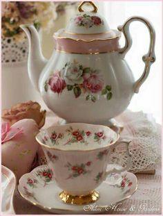 Tea pot tea cup & saucer