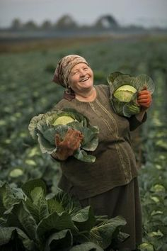 """artamanen: """" Olexandra Salo with her cabbage near Lviv, Ukraine. (source) Farmer Olexandra Salo was very happy with her cabbage crop when I visited her farm in Ukraine. Potatoes and cabbage are two of. Beautiful Smile, Beautiful World, Beautiful People, Just Smile, Smile Face, Folk, Foto Poster, World Cultures, People Around The World"""