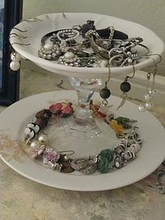 easy DIY jewelry holder made with only plates, candle stick holders, and a hot glue gun! Diy Jewelry Holder, Jewelry Tray, Jewelry Stand, Jewellery Display, Handmade Wedding Gifts, Wedding Gifts For Bride, Diy Craft Projects, Craft Ideas, Diy Ideas