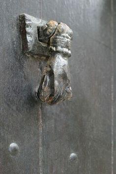 Main Door Handle Knock Knock 33 New Ideas Antique Door Knockers, Knobs And Knockers, Door Knobs, Door Handles, Main Entrance, Entrance Doors, Main Door Handle, Hardware Pulls, Door Entryway