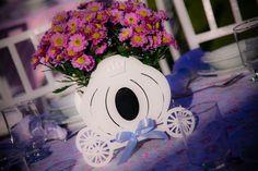 BELÍSSIMOS CACHEPÔS EM MDF   CACHEPÔ em MDF para decoração de ambientes diversos, lembrancinhas, enfeite de mesa, porta lembrancinha de batizado, nascimento, floreira e etc.  PODENDO SER FEITO DE DIVERSOS MODELOS.  ACOMPANHANDO A DECORAÇÃO DE SEU EVENTO OU AMBIENTE.  DESENVOLVEMOS PROJETOS PERSONALIZADOS SEM CUSTOS ADICIONAIS.  NA INTENÇÃO DE DECORAR COM REQUINTE E ELEGÂNCIA SUA FESTA OU AMBIENTE DE MANEIRA PERSONALIZADA E CHARMOSA.  Peças pintadas com tinta lavável acrílica, podendo ser de…