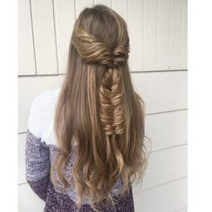 27 Easy DIY Date Night Hairstyles The man of your dreams finally asked you on a date, and now you're not only freaking out about your outfit, but your hair as. Night Hairstyles, Twist Hairstyles, Latest Hairstyles, Hairdos, Wedding Hairstyles, Medium Hair Styles, Curly Hair Styles, Natural Hair Styles, Faux Braids