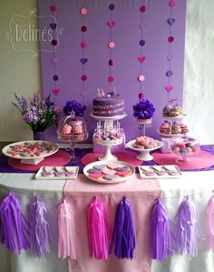 Cumple pop y romántico en rosa y violeta.  Mesa dulce con Torta, cupcakes, popcakes, alfajorcitos de maicena, trufas y cookies, musicales y románticas.  Decoración con backdrop y guirnaldas. Lila Party, Festa Party, Baby Party, My Little Pony Birthday Party, Birthday Parties, Fete Emma, Doc Mcstuffins Birthday Party, Purple Party, Candy Table