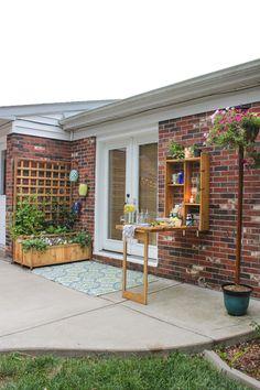 DIY Outdoor murphy bar and DIY cedar planter with trellis