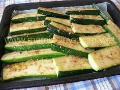 Pikantní pečená cuketa Cooking Recipes, Healthy Recipes, Food 52, Vegetable Recipes, Zucchini, Food And Drink, Low Carb, Menu, Vegetarian