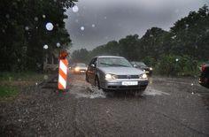 In vielen Straßen stand das Wasser so hoch,... Foto: Andreas Rosar Fotoagentur-Stuttgart