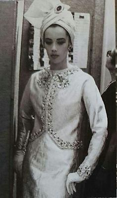 Juillet 1962. Haute couture hiver 1962/63 Moda Vintage, Vintage Vogue, Vintage Glamour, 1960s Fashion, Vintage Fashion, Classic Fashion, Yves Saint Laurent, Race Wear, Safari Chic