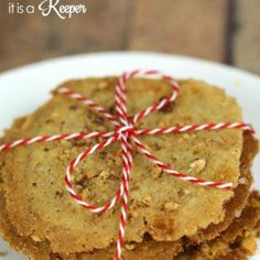 Norwegian Christmas Cookies - these easy crispy cinnamon cookies, known as Brune Pinner, are a delicious Scandinavian treat #cinnamoncookies