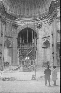 A Igreja de Santa Engrácia - Feira da Ladra - em obras.