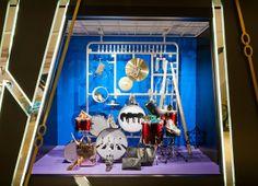 Harvey Nichols,Hong Kong, model drum kit, pinned by Ton van der Veer