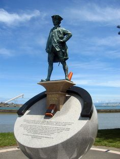 Captain Cook Statue, Gisborne, New Zealand - On this day October English explorer Captain James Cook, aboard the Endeavour, discovered New Zealand. Scouts, Captain James Cook, Terra Australis, Middlesbrough, Adventure Tours, Bronze, South Island, Pacific Ocean, East Coast