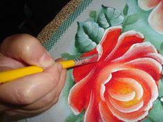a stroke rose One Stroke Painting, Tole Painting, Fabric Painting, Painting & Drawing, Acrylic Painting Techniques, Painting Lessons, Folk Art Flowers, Flower Art, Beautiful Artwork
