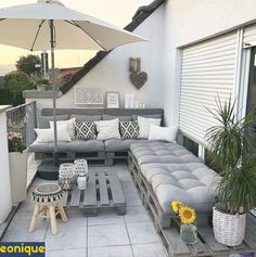 Proof that you don& have expensive sofas for a nice balcony decor, a nice balcony design,, Pallet Furniture Cushions, Backyard Furniture, Resin Patio Furniture, Pallet Couch, Furniture Storage, Outdoor Palette Furniture, Furniture Ideas, Pallette Furniture, Pallet Lounge