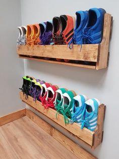 Wall Mounted Shoe Rack, Wood Shoe Rack, Diy Shoe Rack, Shoe Racks, Shoe Rack Pallet, Shoe Rack For Wall, Shoe Rack Made From Pallets, Rustic Shoe Rack, Pallet Closet
