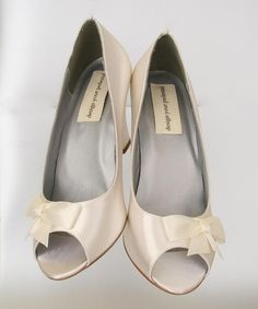 b49ff19e15b Less is more with these custom wedding shoes by Ellie Wren. (www.elliewren