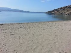 Εδώ ο χρόνος σταματά: Στο νησί με τις 18 παραλίες που μπορείς να πας ποδαράτο, θα κάνεις τις καλύτερες διακοπές της ζωής σου (Pics) Beach, Water, Outdoor, Gripe Water, Outdoors, The Beach, Beaches, Outdoor Games, The Great Outdoors