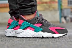 Tinker Hatfield's classic Air Huarache continues to turn up at Nike Sportswear retailers – particularly those in Europe –...