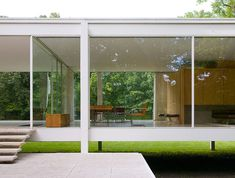 The Farnsworth House. The modern, almost all glass home in Plano, Illinois, designed by Mies van der Rohe in the early Architecture Details, Interior Architecture, Interior And Exterior, Vintage Architecture, Ludwig Mies Van Der Rohe, Bauhaus, Casa Farnsworth, Mid-century Modern, Modern Design