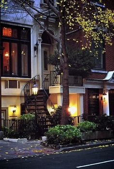 Trendy Apartment Exterior Architecture New York City 39 Ideas My Dream Home, Dream Homes, Future House, My House, Beautiful Homes, Beautiful Places, Amazing Places, Beautiful Streets, Belle Villa