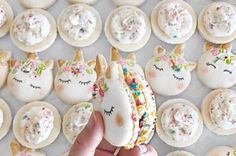 These Unicorn Macarons are possibly even more magical! // gluten free desserts // mystical animal // macaroons // character macarons // french dessert Food and Drinks Köstliche Desserts, Dessert Recipes, Food Deserts, White Desserts, Mexican Desserts, French Desserts, Dessert Food, Unicorn Macarons, Unicorn Cookies
