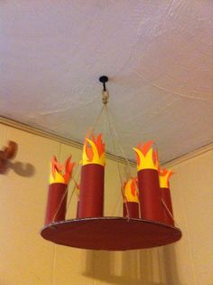 Clash of Clans party decoration idea: A simple DIY medieval Chandelier. Flames: red and yellow construction. string to hang from ceiling. Vbs Crafts, Crafts For Kids, Chateau Moyen Age, Medieval Party, Medieval Fair, Medieval Times, Medieval Castle, Castle Party, Knight Party