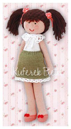 Firletka, lalka wykonana ręcznie na szydełku.  Lalka ubrana jest w  sukienkę, wykonaną ręcznie na drutach, ozdobioną szydełkową koronką,...