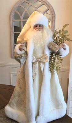 Gold Christmas Tree, Elegant Christmas, Victorian Christmas, Father Christmas, Christmas And New Year, Christmas Holidays, Christmas Crafts, Merry Christmas, New Years Decorations