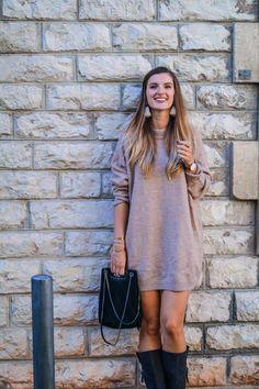 Black Friday : mes derniers looks en soldes Shirt Dress, T Shirt, Eiffel, Dresses, Fashion, Sweater Dress Outfit, Knee High Boots, Mantle, Dress Shirt