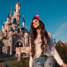 Photos ideas to take at disney (paris) cool photos диснейленд, идеи для фот Disney World Outfits, Disneyland Outfits, Disney World Fotos, Disneyland Photos, Disney Em Paris, Disney Land Pictures, Disney Poses, Disneyland Photography, Disney Aesthetic