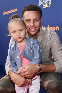 Stephen Curry's two-year-old daughter Riley Curry stole the show at the 2015 Kids' Choice Sports Awards -- see what happened Stephen Curry And Daughter, Stephen Curry Family, The Curry Family, Kids Choice Sports Awards, Kids Choice Award, Choice Awards, Stephen Curry Basketball, Curry Warriors, Basketball