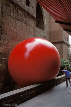 RedBall Project, Barcelona, Artist: Kurt Perschke #redballproject
