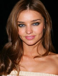 New Hair Color Ideas For Brunettes With Gray Eye Shadows 46 Ideas Miranda Kerr Without Makeup, Miranda Kerr Hair Color, Miranda Kerr Style, New Hair Colors, Cool Hair Color, Hair Colour, Hair Color Balayage, Hair Highlights, Grey Eyeshadow